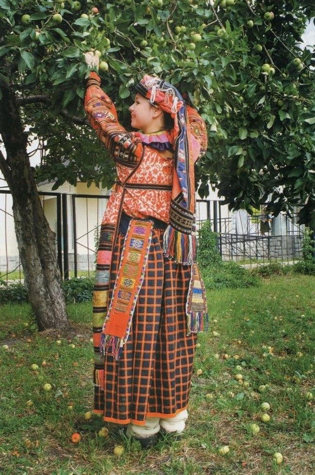 Женские праздничные костюмы
